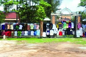 ズラリと並んだ洗濯物、ではありません!お店です。