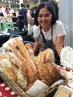 「お店はないから、このイベントで売るのと、オーダーが中心よ」という天然酵母のパン屋さん。手づくりパテも合わせておいしくいただきました♪