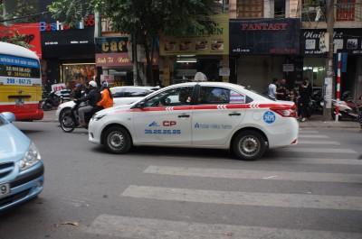 ホーチミンでは見かけないタクシー会社です。
