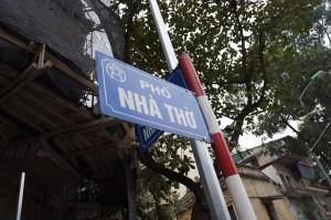 教会前の道の名前は「NHA THU(←教会という意味)」。そのまんま!